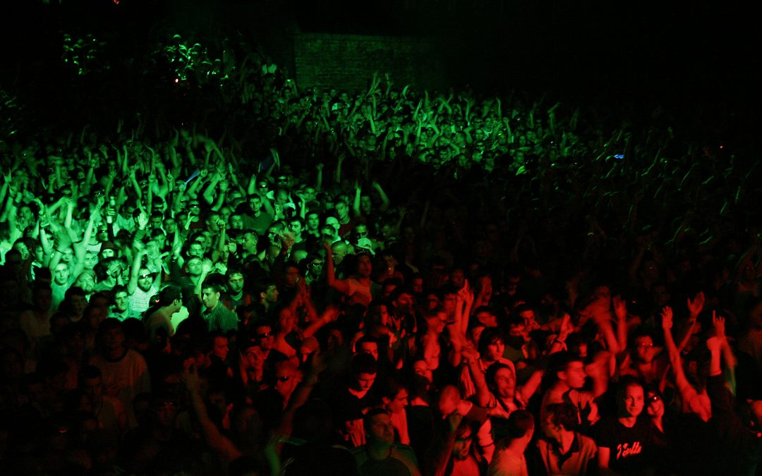 [DJ Tricks] – How to Turn Biased Crowds Into Loyal Fans